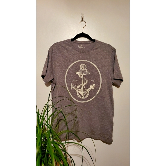 Banana Republic anchor design graphic T-shirt